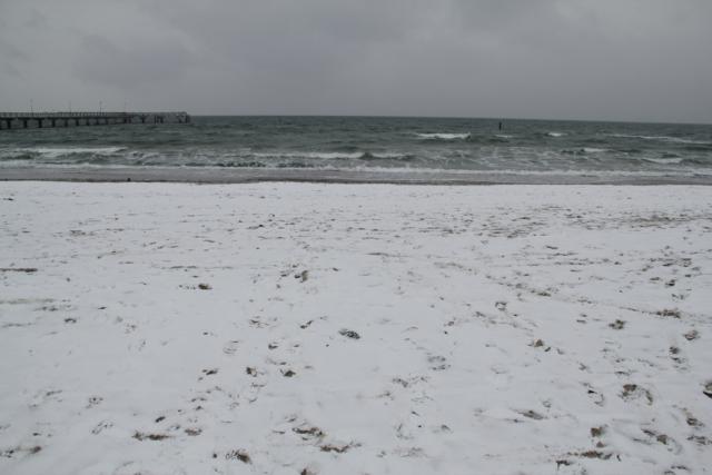 Schnee am Strand