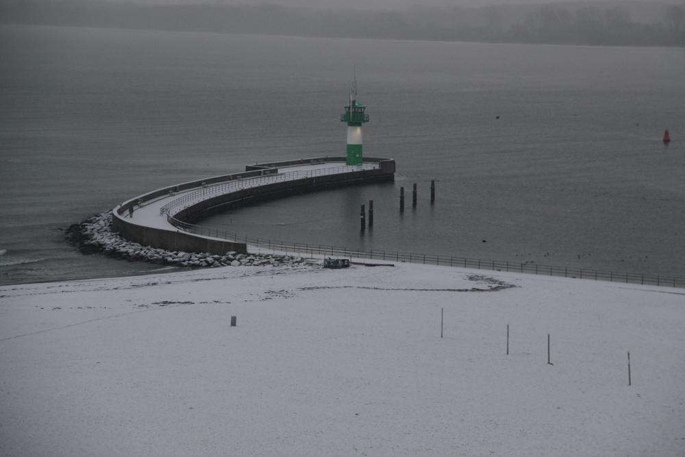 Mole in Travemünde im Schnee